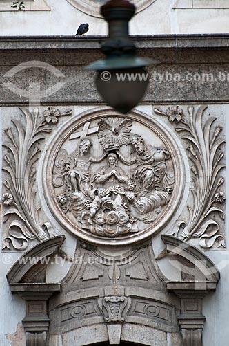 Assunto: Detalhe da fachada da Igreja Nossa Senhora da Lapa Mercadores (1753) / Local: Centro - Rio de Janeiro (RJ) - Brasil / Data: 06/2013