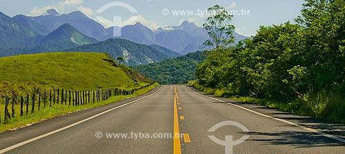 Assunto: Estrada na Reserva Ecológica de Guapiaçu com Serra dos Órgãos ao fundo / Local: Cachoeiras de Macacu - Rio de Janeiro (RJ) - Brasil / Data: 02/2012