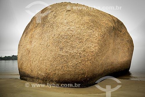 Assunto: Pedra dos namorados na Praia José Bonifácio também conhecida como Praia da Guarda / Local: Paquetá -Rio de Janeiro (RJ) - Brasil / Data: 04/2013