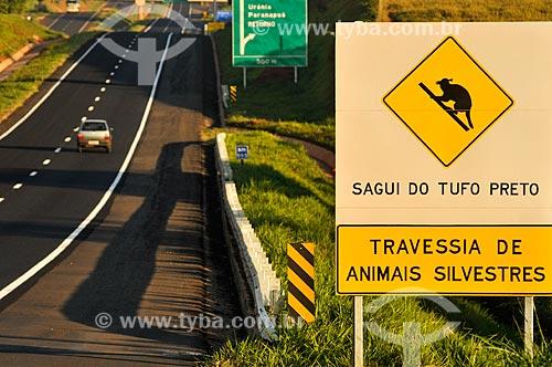 Assunto: Placa indicando travessia do Sagüi-de-tufos-brancos (Callithrix jacchus) na Rodovia Euclides da Cunha (SP-320) / Local: Urânia - São Paulo (SP) - Brasil / Data: 07/2013