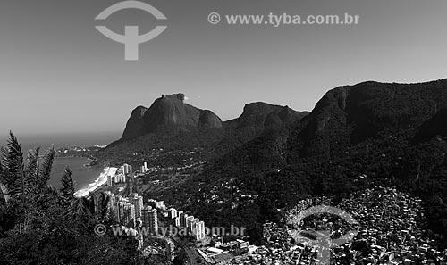 Assunto: Vista de parte da Favela da Rocinha e São Conrado com Pedra da Gávea ao fundo / Local: São Conrado - Rio de Janeiro (RJ) - Brasil / Data: 07/2013