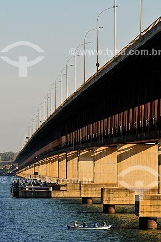 Ponte Rodoferroviária sobre o Rio Paraná - Sua extensão total é de 3.800 metros, sendo portanto a maior ponte fluvial brasileira - Divisa Natural entre os Estados do SP e MS  - Rubinéia - São Paulo - Brasil