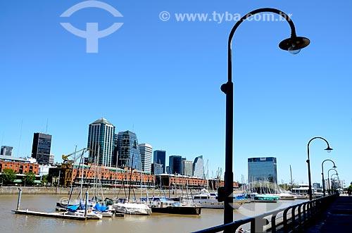Assunto: Vista dos prédios a partir dos diques do Rio de la Plata / Local: Puerto Madero - Buenos Aires - Argentina - América do Sul / Data: 01/2012
