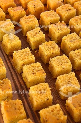 Assunto: Pedaços de bolo de milho / Local: Rio de Janeiro (RJ) - Brasil / Data: 06/2013