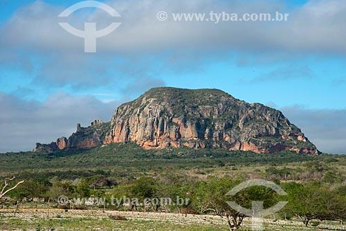 Assunto: Vista da pedra do Elefante localizada próximo a Aldeia ou Comunidade Mina Grande - Terra Índígena Kapinawá no Parque Nacional do Catimbau / Local: Buíque - Pernambuco (PE) - Brasil / Data: 06/2013