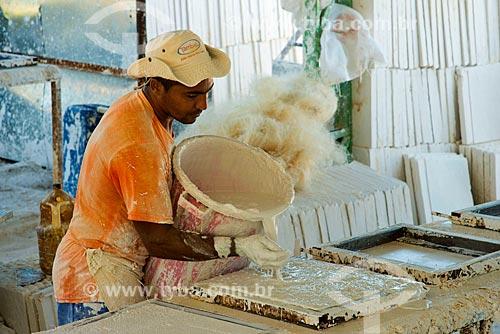 Fábrica de placas de gesso para portas corta fogo  - Custódia - Pernambuco - Brasil