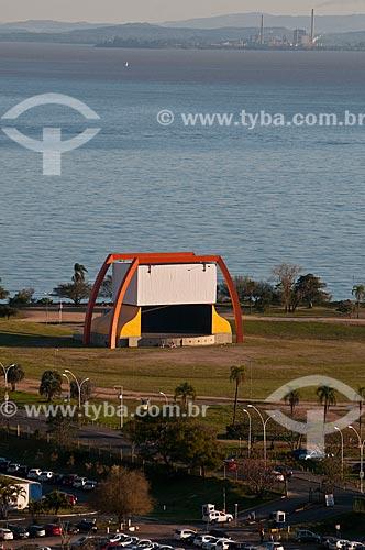 Assunto: Anfiteatro Pôr do Sol no Parque Maurício Sirotsky Sobrinho - também conhecido como Parque da Harmonia - com o Lago Guaíba ao fundo / Local: Porto Alegre - Rio Grande do Sul (RS) - Brasil / Data: 07/2013