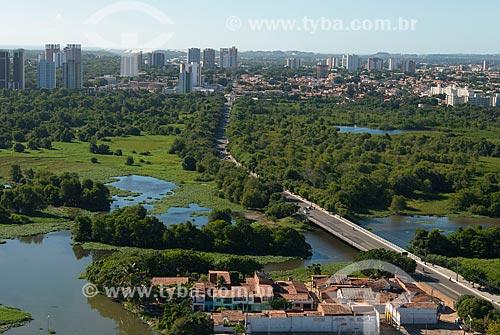 Assunto: Cruzamento entre as avenidas Governador Raul Barbosa e General Murilo Borges - próximo ao Parque Ecológico do Rio Cocó / Local: Fortaleza - Ceará (CE) - Brasil / Data: 06/2013