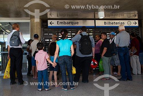 Assunto: Passageiros aguardando a abertura da estação São Benedito do Metrô de Fortaleza / Local: Fortaleza - Ceará (CE) - Brasil / Data: 05/2013