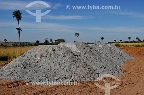 Assunto: Calcário - corretivo da acidez do solo para agricultura / Local: Ouroeste - São Paulo (SP) - Brasil / Data: 07/2013