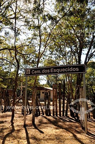 Assunto: Cemitério dos Esquecidos - Cemitério localizado  dentro de uma mata onde estão enterrados corpos de índios e brancos que viveram no final do século XIX e início do século XX / Local: Sales - São Paulo (SP) - Brasil / Data: 08/2013