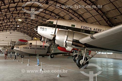 Assunto: Douglas DC-3 (C-47B) ?Skytrain? - avião destinado ao transporte das tropas - em exposição no Museu Aeroespacial  com o Grumman G-64 ?Albatross? ao fundo / Local: Campo dos Afonsos - Rio de Janeiro (RJ) - Brasil / Data: 08/2012