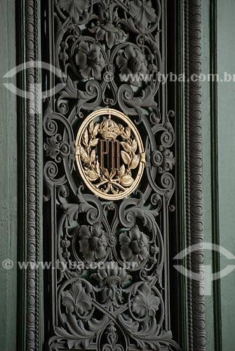 Assunto: Detalhe do portão de entrada do Museu Nacional - brasão de Dom Pedro II / Local: São Cristovão - Rio de Janeiro (RJ) - Brasil / Data: 12/2009