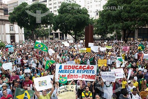 Assunto: Manifestantes na Avenida Presidente Vargas - Praça Pio X - durante protesto do Movimento Passe Livre / Local: Centro - Rio de Janeiro (RJ) - Brasil / Data: 06/2013