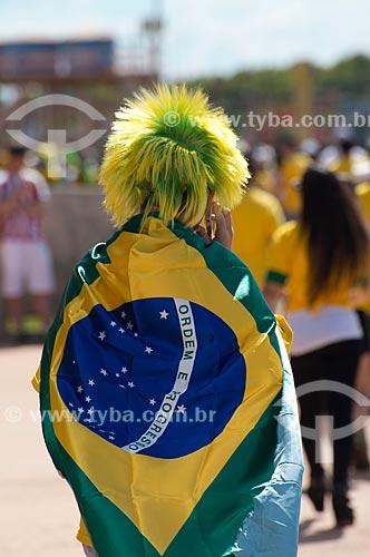 Assunto: Torcedor chegando para o jogo entre Brasil x Japão - pela abertura da Copa das Confederações - no Estádio Nacional de Brasília Mané Garrincha (1974) / Local: Brasília - Distrito Federal (DF) - Brasil / Data: 06/2013