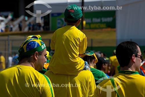 Assunto: Torcedores chegando para o jogo entre Brasil x Japão - pela abertura da Copa das Confederações - no Estádio Nacional de Brasília Mané Garrincha (1974) / Local: Brasília - Distrito Federal (DF) - Brasil / Data: 06/2013