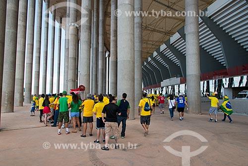 Torcedores na fila para comprar bebidas no Estádio Nacional de Brasília Mané Garrincha (1974) antes do jogo entre Brasil x Japão - pela abertura da Copa das Confederações  - Brasília - Distrito Federal - Brasil