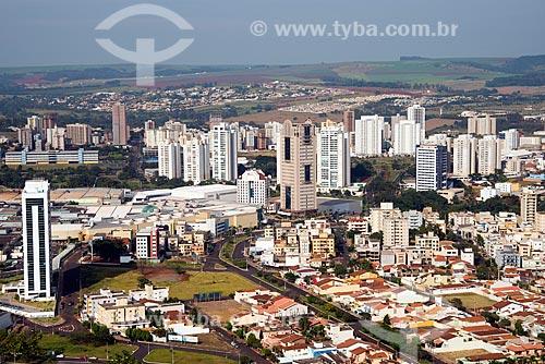 Assunto: Vista aérea do Complexo Ribeirão Shopping - com o Hotel Ibis e o Centro Empresarial Ribeirão Office Tower / Local: Ribeirão Preto - São Paulo (SP) - Brasil / Data: 05/2013