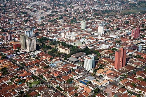 Assunto: Vista aérea da Catedral do Divino Espírito Santo (1877) e do centro da cidade / Local: Barretos - São Paulo (SP) - Brasil / Data: 05/2013