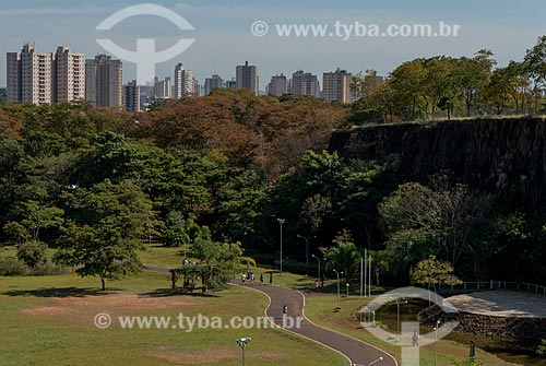 Assunto: Parque Municipal Prefeito Luiz Roberto Jábali - também conhecido como Parque Curupira - com prédios ao fundo / Local: Ribeirão Preto - São Paulo (SP) - Brasil / Data: 05/2013