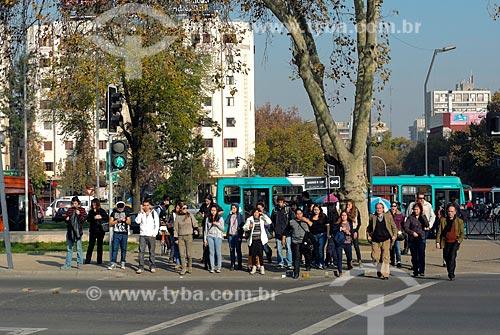 Assunto: Travessia de pedestres na Plaza Baquedano (Praça Baquedano) - também conhecida como Plaza Italia / Local: Santiago - Chile - América do Sul / Data: 05/2013