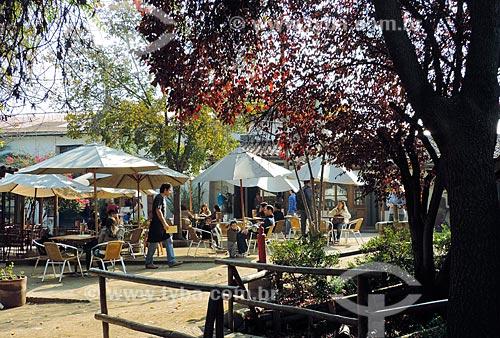 Assunto: Mesas de bares no Centro Artesanal Los Domínicos / Local: Los Dominicos - Santiago - Chile - América do Sul / Data: 05/2013