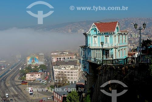 Assunto: Vista da cidade de Valparaíso a partir do  Cerro Artillería (Morro Artilharia) com casario histórico à direita / Local: Valparaíso - Chile - América do Sul / Data: 05/2013