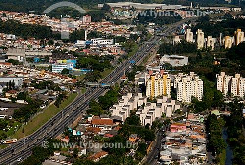 Assunto: Rodovia Raposo Tavares  (SP-270) -  próximo ao KM 18 - com o Condomínio Residencial Bandeirantes à direita / Local: Osasco - São Paulo (SP) - Brasil / Data: 06/2013