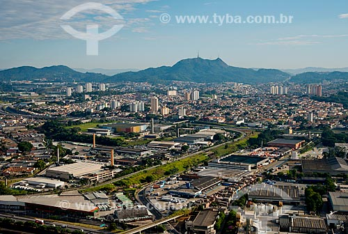 Assunto: Vista aérea dos bairros Jaguara e Parque São Domingos com o Pico do Jaraguá ao fundo / Local: São Paulo (SP) - Brasil / Data: 06/2013