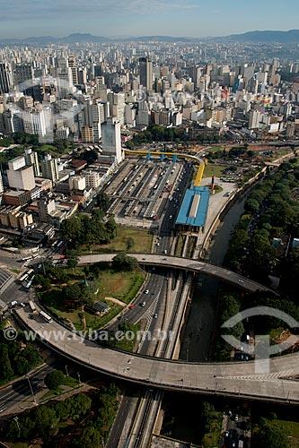 Assunto: Vista aérea do Viaduto vinte e cinco de março e do Viaduto Antonio Nakashima com o Terminal Parque Dom Pedro II (1971) e do Terminal Mercado ao fundo / Local: São Paulo (SP) - Brasil / Data: 06/2013
