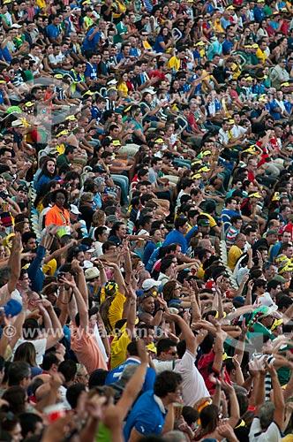 Assunto: Torcida fazendo Ola no jogo entre Itália x México na Copa das Confederações no Estádio Jornalista Mário Filho - também conhecido como Maracanã / Local: Maracanã - Rio de Janeiro (RJ) - Brasil / Data: 06/2013