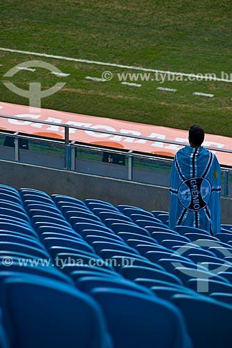 Assunto: Torcedor no jogo entre Grêmio x Liga Deportiva Universitaria (LDU) - Copa Libertadores da América na Arena do Grêmio (2012) / Local: Humaitá - Porto Alegre - Rio Grande do Sul (RS) - Brasil / Data: 01/2013