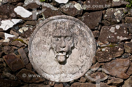 Assunto: Fonte em muro de taipa / Local: Campos de Cima da Serra - Rio Grande do Sul (RS) - Brasil / Data: 09/2013