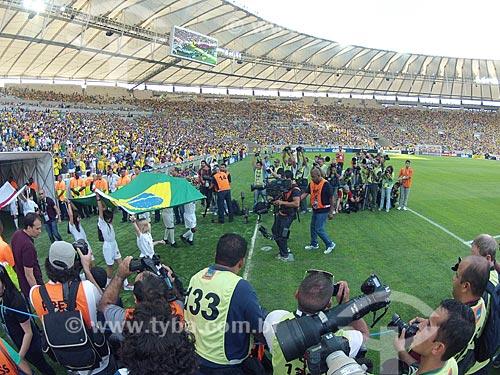 Assunto: Jogadores entrando em campo para o jogo amistoso entre Brasil x Inglaterra no Estádio Jornalista Mário Filho - também conhecido como Maracanã - foto feita com GoPro / Local: Maracanã - Rio de Janeiro (RJ) - Brasil / Data: 06/2013