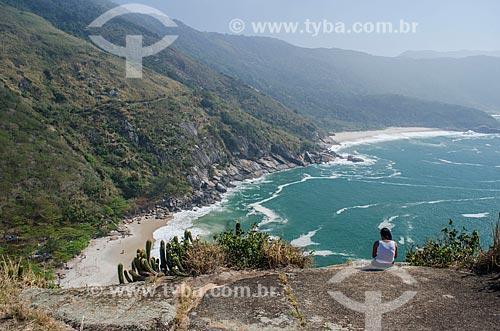 Assunto: Vista da Praia do Perigoso com a Praia do Meio ao fundo a partir da Pedra da Tartaruga / Local: Grumari - Rio de Janeiro (RJ) - Brazil / Data: 08/2013