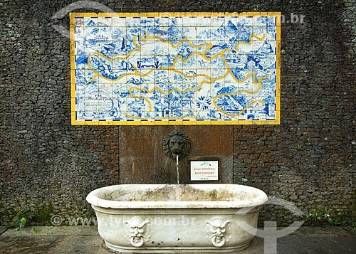 Assunto: Fonte e Painel de Azulejos com o mapa da Floresta da Tijuca (1946) próximos à Cascatinha Taunay / Local: Rio de Janeiro (RJ) - Brasil / Data: 08/2013