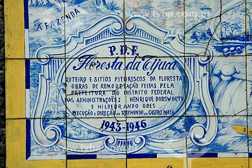 Assunto: Detalhe do Painel de Azulejos com o mapa da Floresta da Tijuca (1946) próximos à Cascatinha Taunay / Local: Rio de Janeiro (RJ) - Brasil / Data: 08/2013