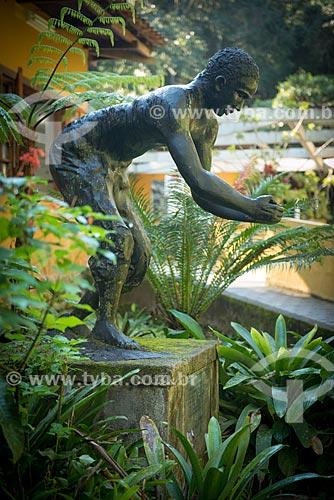 Assunto: Monumento ao Escravo (2001) - monumento em homenagem aos escravos que ajudaram no reflorestamento da Floresta da Tijuca / Local: Rio de Janeiro (RJ) - Brasil / Data: 08/2013