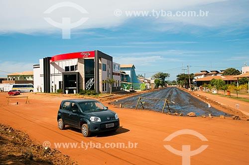 Assunto: Rua recebendo asfalto - Rua das Orquídeas / Local: Luis Eduardo Magalhães - Bahia (BA) - Brasil / Data: 07/2013