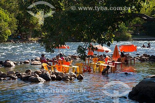 Assunto: Mesas e cadeiras no Rio de Ondas em Val da Boa Esperança - região onde foi encontrada a terceira reserva mundial de Tálio / Local: Barreiras - Bahia (BA) - Brasil / Data: 07/2013