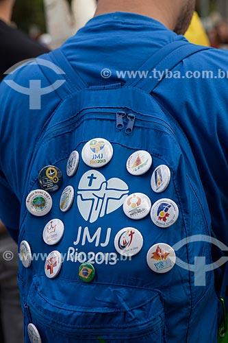 Assunto: Mochila com broches de edições anteriores da Jornada Mundial da Juventude (JMJ)  / Local: Rio de Janeiro (RJ) - Brasil / Data: 07/2013