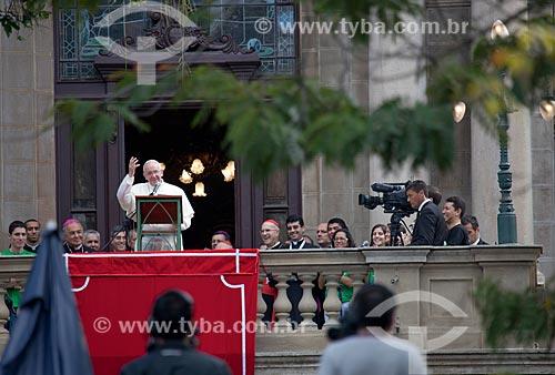 Papa Francisco rezando a Oração do Ângelus na sacada do Palácio São Joaquim (1918) - também conhecido como Palácio da Mitra Arquiepiscopal - durante a Jornada Mundial da Juventude (JMJ)  - Rio de Janeiro - Rio de Janeiro - Brasil
