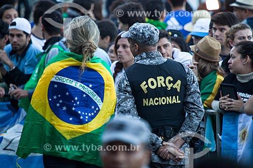 Assunto: Peregrinos e policial da Força Nacional na Jornada Mundial da Juventude (JMJ) / Local: Copacabana - Rio de Janeiro (RJ) - Brasil / Data: 07/2013