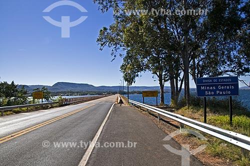 Assunto: Rodovia Cândido Portinari (SP-334) com ponte sobre o Rio Grande - divisa entre São Paulo e Minas Gerais / Local: Rifaina - São Paulo (SP) - Brasil / Data: 07/2013