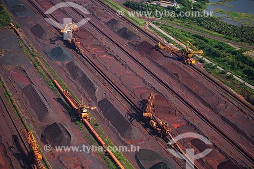 Assunto: Vista aérea do pátio de armazenamento de minério de ferro vindo de Carajás - Terminal Portuário de Ponta da Madeira, porto privado pertencente à Vale do Rio Doce / Local: São Luis - Maranhão (MA) - Brasil / Data: 06/2013