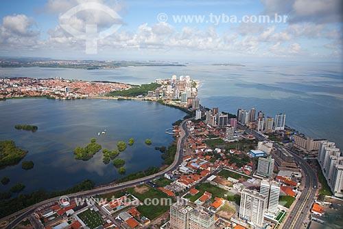 Assunto: Vista aérea da avenida dos Holandeses e bairro Ponta Dareia, com Lagoa Jansen à esquerda e praia de São Marcos à direita / Local: São Luis - Maranhão (MA) - Brasil / Data: 06/2013