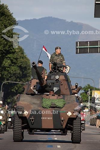 General José Alberto da Costa Abreu - comandante da 1ª Divisão de Exército - também conhecida como Divisão Mascarenhas de Moraes - no EE-9 Cascavel - desenvolvido pela Engesa  - Rio de Janeiro - Rio de Janeiro - Brasil