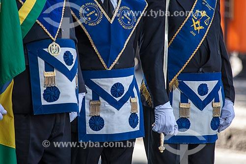 Detalhe da roupa dos membros da Grande Loja Maçônica do Estado do Rio de Janeiro - fundada em 22 de junho de 1927 - no desfile em comemoração ao Sete de Setembro na Avenida Presidente Vargas  - Rio de Janeiro - Rio de Janeiro - Brasil