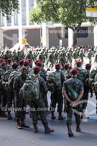 Assunto: Soldados da Brigada de Infantaria Paraquedista - Força de Ação Rápida Estratégica - durante o desfile em comemoração ao Sete de Setembro na Avenida Presidente Vargas / Local: Centro - Rio de Janeiro (RJ) - Brasil / Data: 09/2013