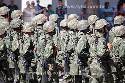 Assunto: Soldados de infantaria do exército durante o desfile em comemoração ao Sete de Setembro na Avenida Presidente Vargas / Local: Centro - Rio de Janeiro (RJ) - Brasil / Data: 09/2013